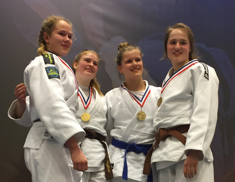 Esmé Scherrenberg pakt brons op het Nederlands Kampioenschap judo onder 18 jaar